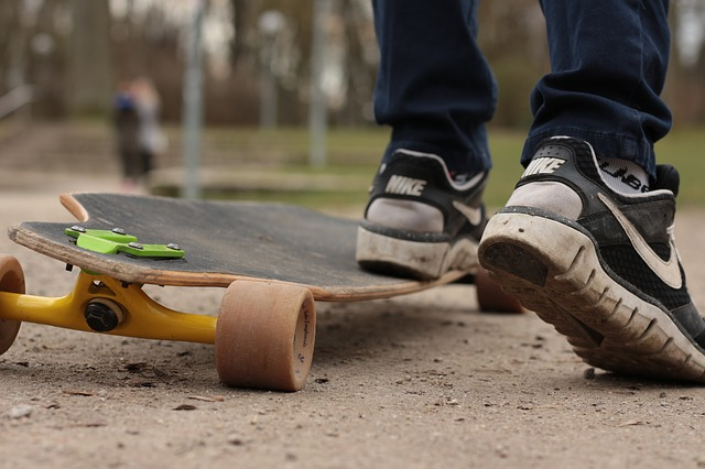 how to stop on a longboard longboard-skateboard-in-the-free-