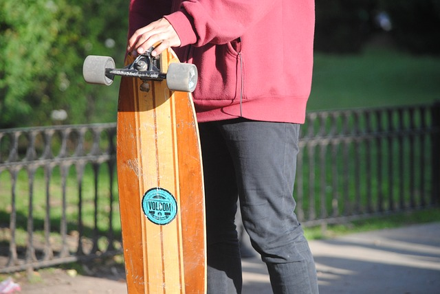 how to stop on a longboard skate-longboard-guy-street-